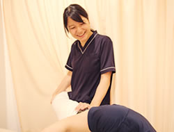 膝の痛みへの施術